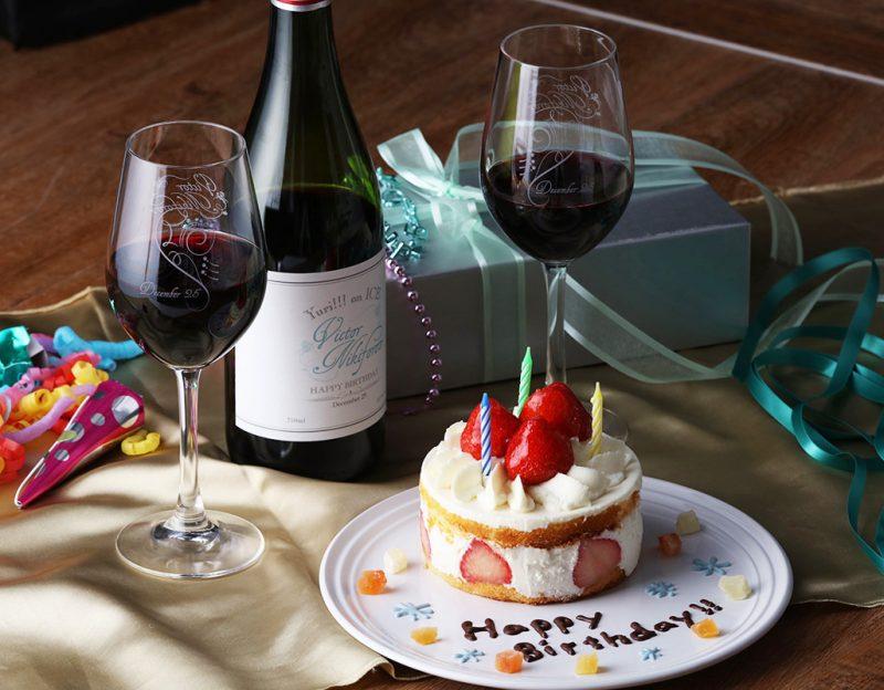 『ユーリ!!! on ICE』ヴィクトル誕生日を記念した特別デザインのワイン&グラスがでるよーー!