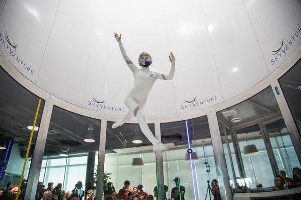 空中の三次元ダンス!世界インドアスカイダイビング選手権の妙技