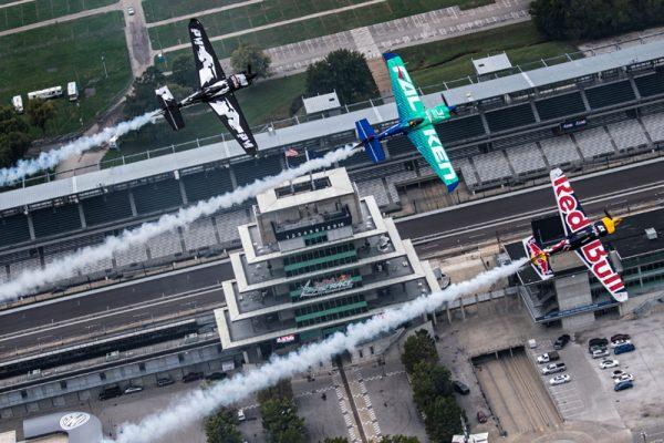 年間王者争い上位3機。右からションカ機、室屋機、マクロード機(Joerg Mitter/Red Bull Content Pool)