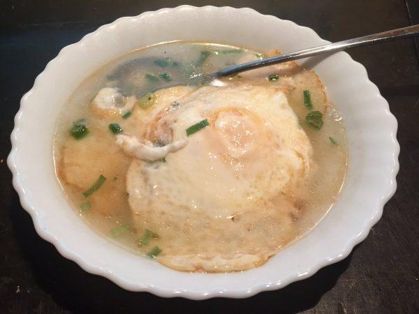 父親が台湾料理と称して作ってくれた思い出の「目玉焼きスープ」