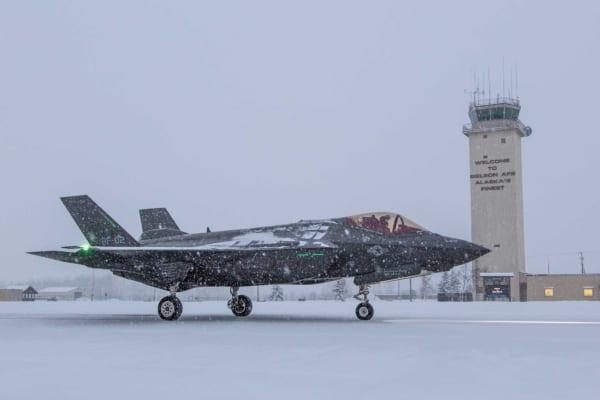 アラスカでノルウェー向けF-35のドラッグシュート試験実施中