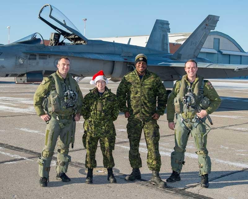 第401飛行隊のエスコートパイロットと整備員(PHOTO:RCAF)