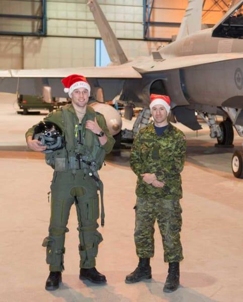 第433飛行隊エスコートパイロットのボイヴィン大尉と整備員のデイヴィッド軍曹(PHOTO:RCAF)