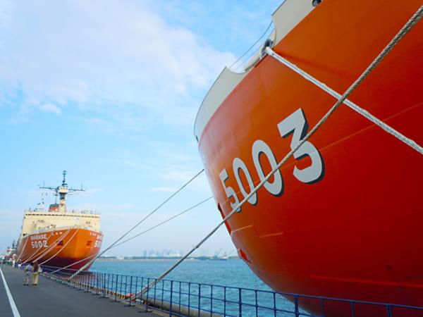 船橋港で対面したSHIRASE(5002)としらせ(AGB-5003)
