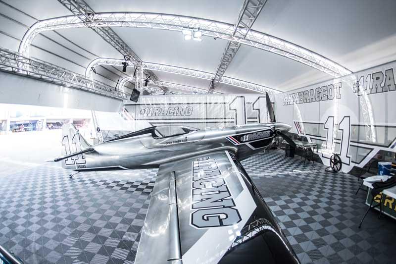 ミカ・ブラジョー選手の機体(Joerg Mitter/Red Bull Content Pool)
