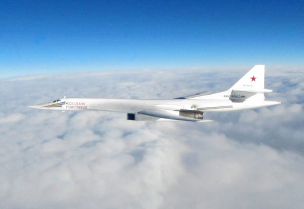 ロシアの爆撃機Tu-160をベルギー軍・イギリス軍が連携スクランブル