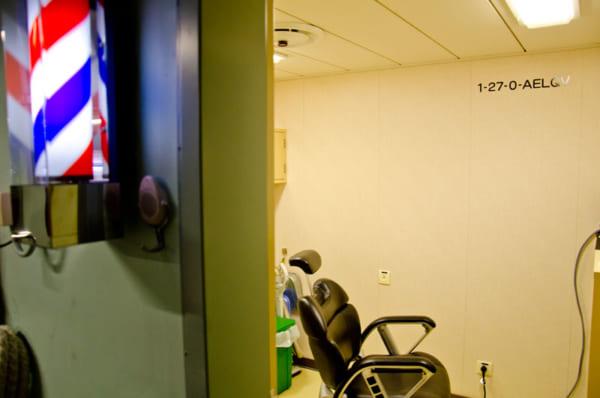 しらせの艦内散髪室「バーバーしらせ」