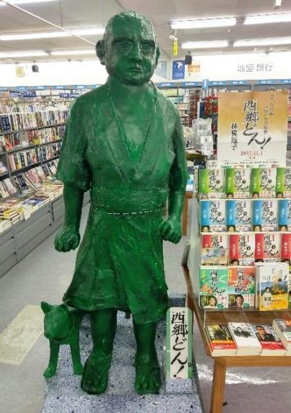 書店の匠がつくりあげた材料費約1000円の『西郷どん』装飾がすごい!
