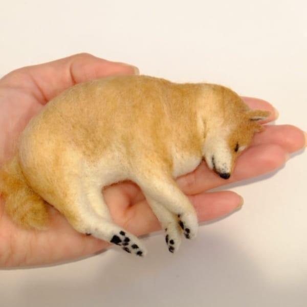 手乗りワンコ?羊毛フェルトでできた柴犬がリアル可愛い!