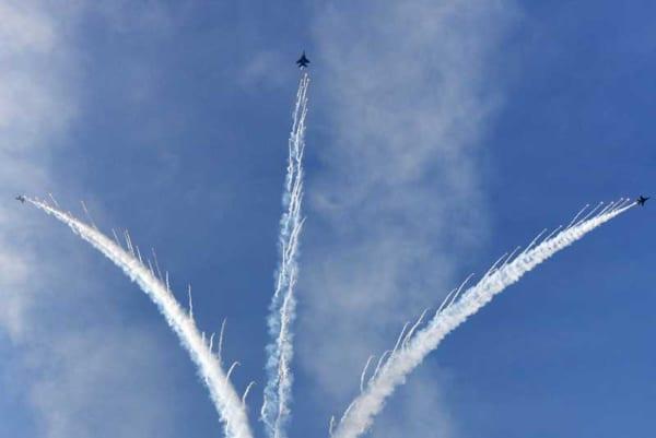 F-15SGとF-16の展示飛行(Image:RSAF)