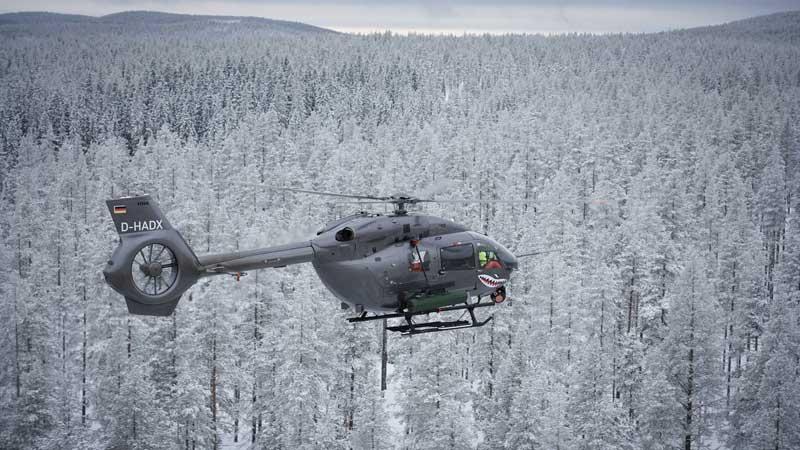 エアバスH145Mヘリコプターからレーザー誘導ロケット発射試験に成功