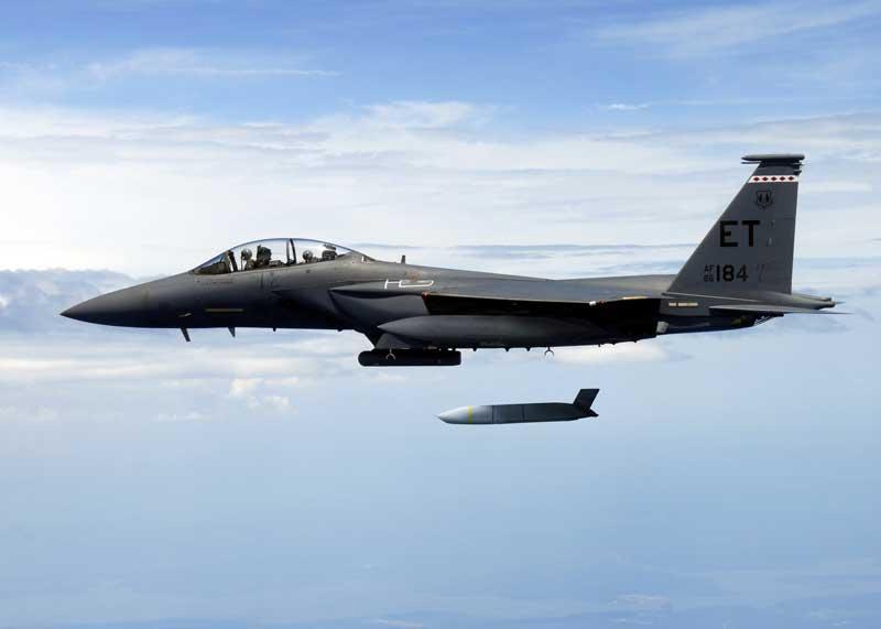アメリカ空軍、長距離巡航ミサイルJASSM-ERをF-15Eでも実用化