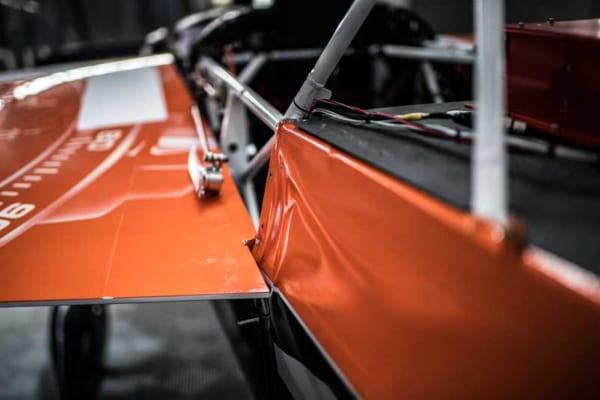 パイロンヒットの衝撃で歪んだイワノフ機の胴体部分(Predrag Vuckovic/Red Bull Content Pool)