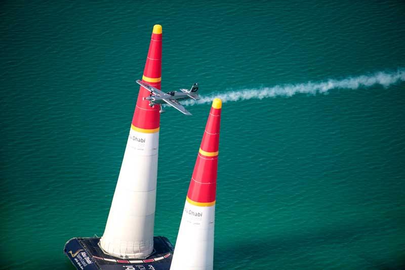 代替機で飛ぶイワノフ選手(Naim Chidiac/Red Bull Content Pool)