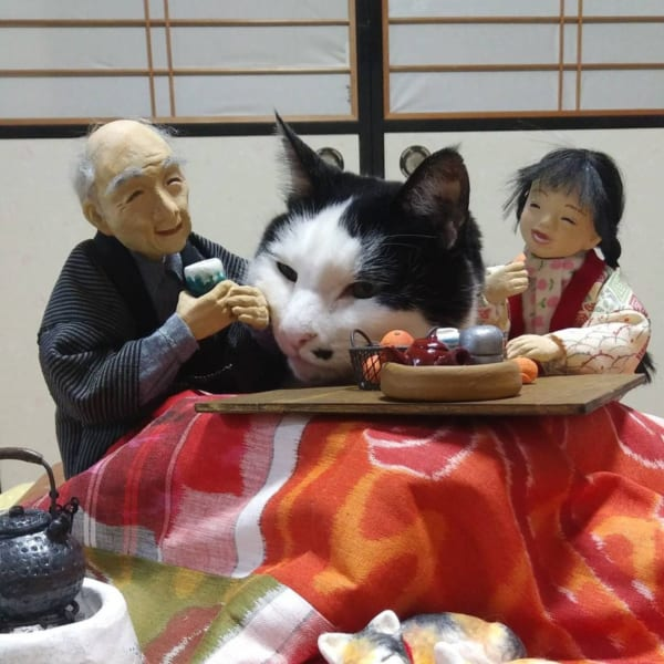 紙粘土人形とリアル猫のファンタジーなコラボにほっこり