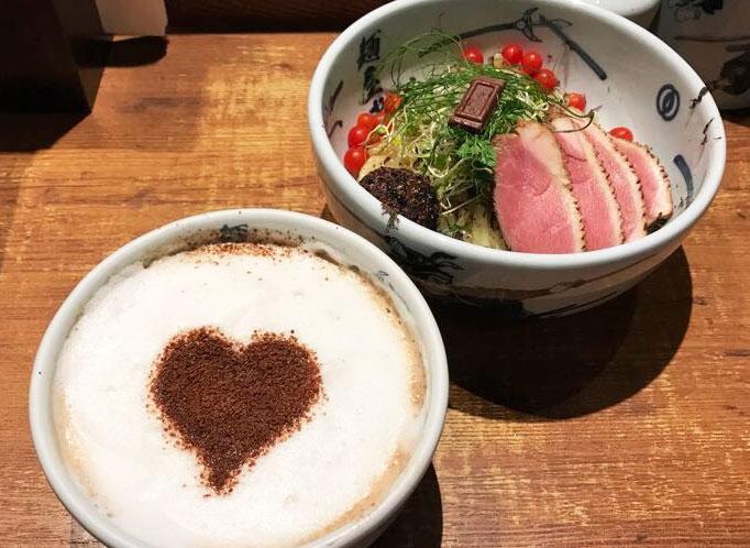 色々衝撃的すぎ…麺屋武蔵×ロッテのチョコつけ麺食べてみた