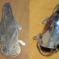 金属製で平らなのに立体化 「オオサンショウウオの薄いの」が…