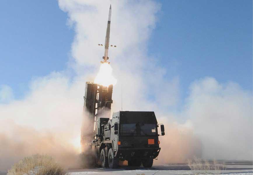 発射されるペトリオットPAC-3 MSE(image:MBDA Deutschland)