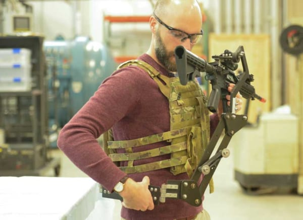 未来の兵士は「第3の腕」を持つ? アメリカで開発中