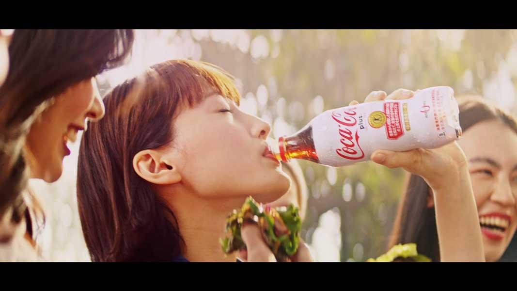 コカ・コーラ プラスのパッケージが新しく衣替え 綾瀬はるかの新CMも放送