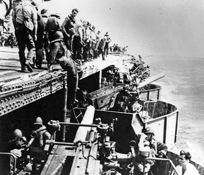 珊瑚海海戦でのレキシントン(Image:National Archives)