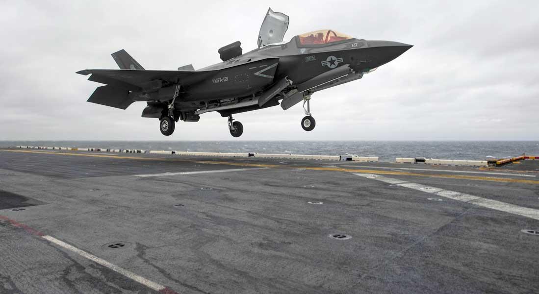 F-35B、遠征中の強襲揚陸艦ワスプに初着艦