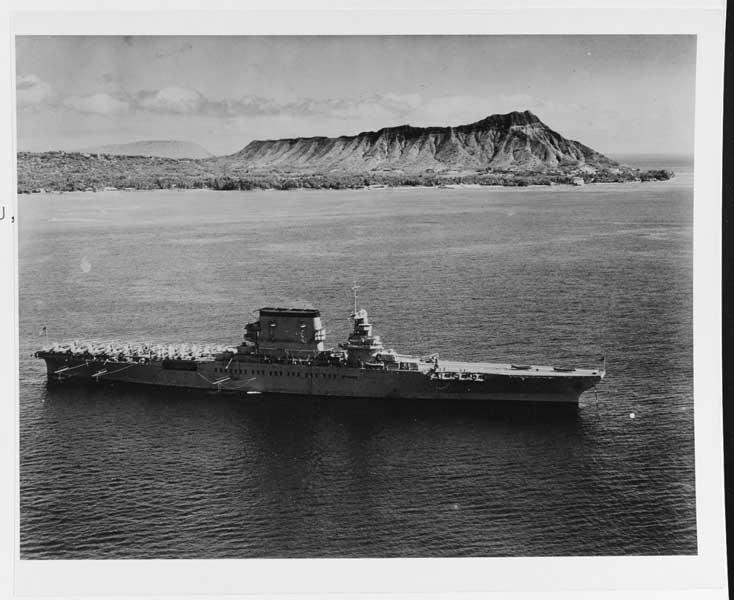 1933年2月2日、ハワイ沖で撮影された空母レキシントン(Image:National Archives)