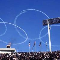 1964年東京オリンピック開会式を支えたブルーインパルス編隊…
