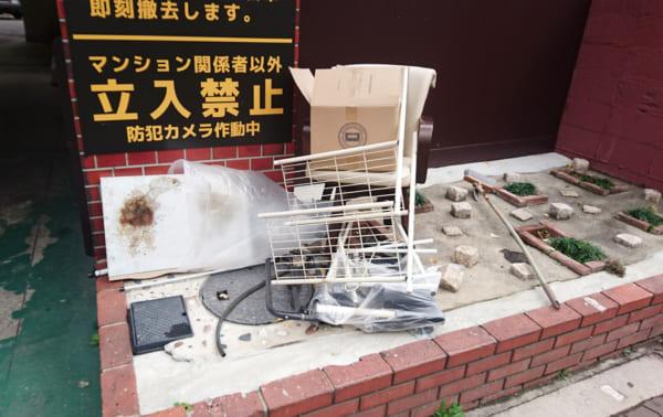 何とも言えない表情…大阪天神橋をざわつかせている「たばこの墓場」知ってる?
