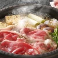 すき焼きに入れるお肉としらたき、実は隣に置いた方が美味しく…