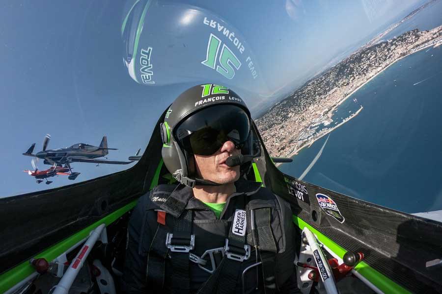 ブラジョー機、イワノフ機を率いるルボット選手(Predrag Vuckovic/Red Bull Content Pool)