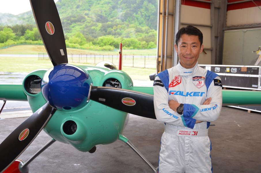 【レッドブル・エアレース】千葉大会を前に室屋義秀がレース機と記者会見