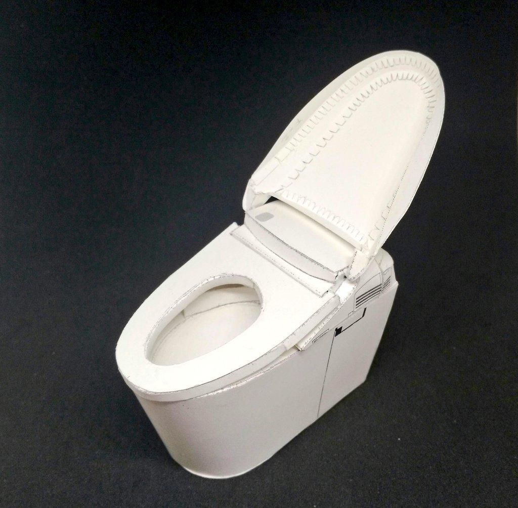 需花兩天才能完成的紙製坐廁