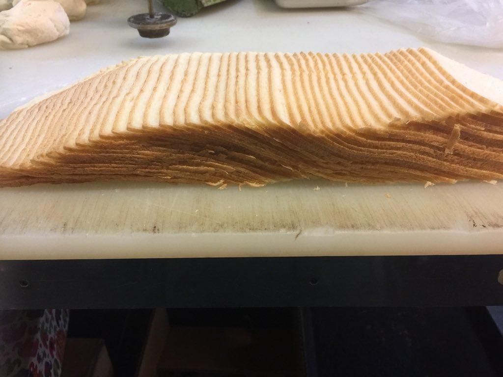 薄さ約2ミリ!?超絶薄切りな食パンがもはや芸術の域