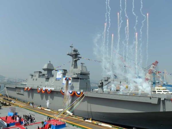 韓国海軍の独島級揚陸艦2番艦「馬羅島(マラド)」進水