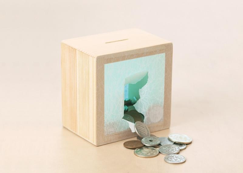 障子を破って取り出す貯金箱「木と紙の貯金箱」 実はバリアフリーなビジネスから生まれていた