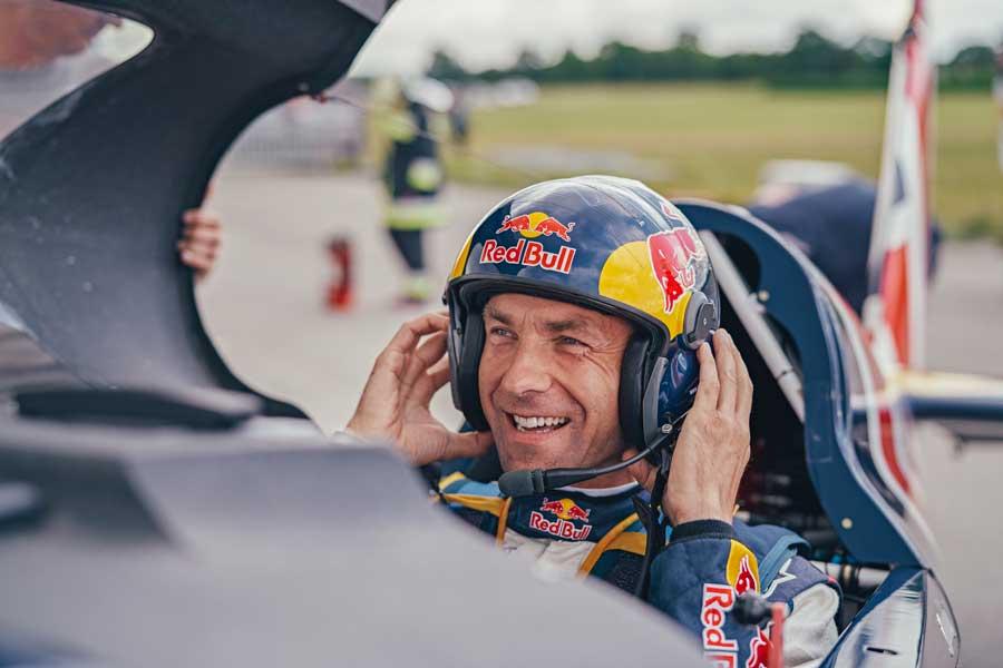 今シーズン初勝利に笑顔のソンカ選手(Balazs Gardi/Red Bull Content Pool)