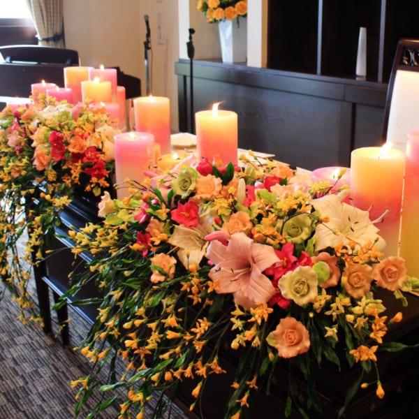 """嫁ぐ娘への贈り物 結婚式に""""花を添えた""""母手作りの粘土装花"""