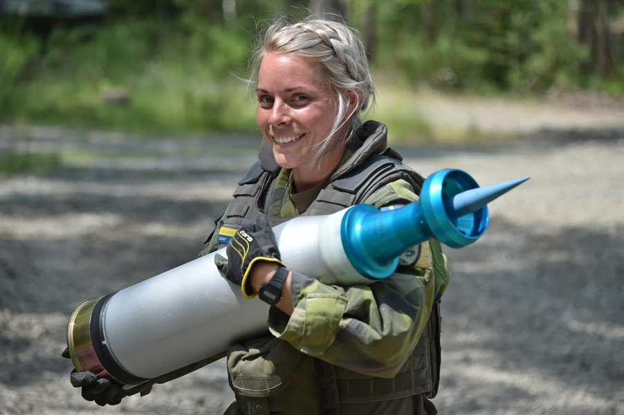 スウェーデンの女性戦車兵(砲手)エリアセン軍曹