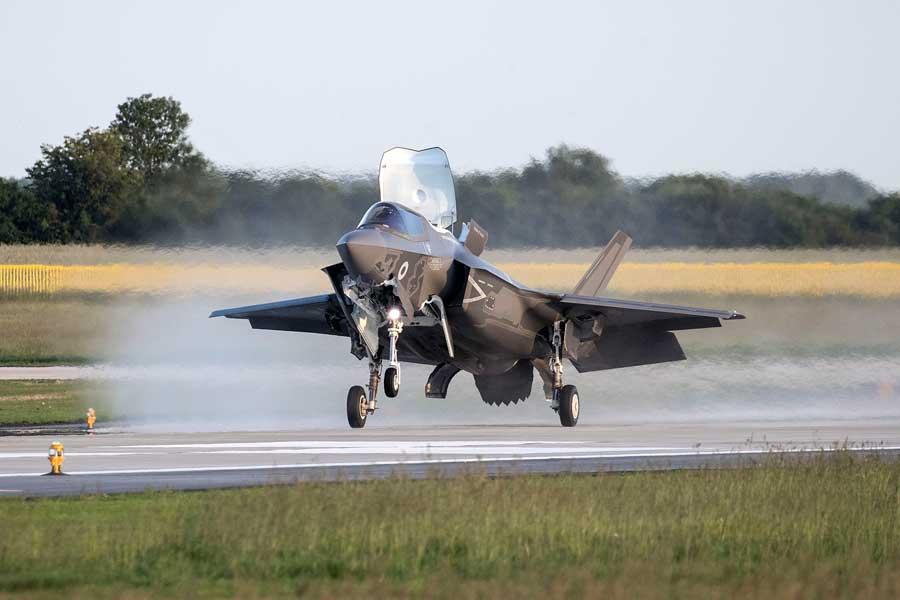 イギリスのF-35B最初の4機がイギリス本土に到着