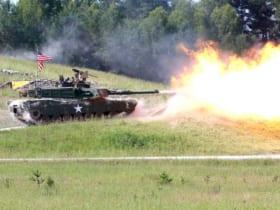 発砲するアメリカのM1A2SEP