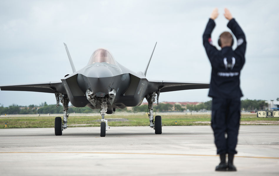 F-35が通算300機生産を達成し調達単価低減もアナウンス