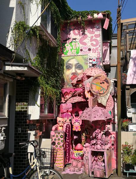 竹ノ塚にあるピンクの館「あさくら画廊」が激ヤバ!屋上でUFO召喚に挑むメルヘン狂気な館の主に会ってきた