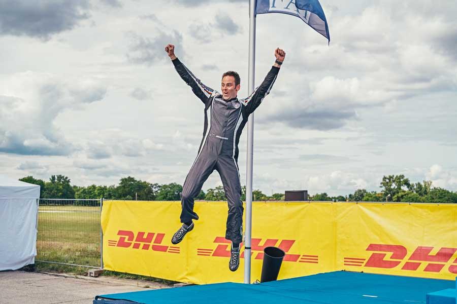 初表彰台に喜びを爆発させるブラジョー選手(Balazs Gardi/Red Bull Content Pool)