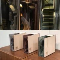 本棚の隙間に広がる別世界 ブックエンド「路地裏 …