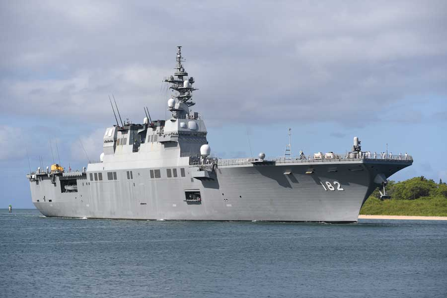 ハワイに到着した護衛艦いせ(DDH-182)