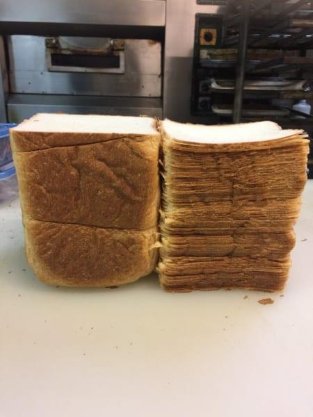 スケスケ食パン!! 極薄スライスの限界に挑んだ結果!?まさかの1斤77枚切り達成