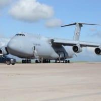 初飛行から50年を迎えた巨大輸送機C-5 その驚…