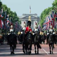 様式美の極致!イギリス女王誕生日恒例の閲兵式「トルーピング・…