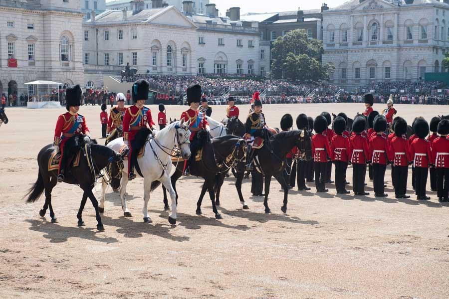 馬上の王族たち。右からアン王女、チャールズ皇太子、ウィリアム王子、ヨーク公(チャールズ皇太子の弟)